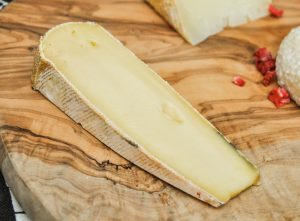 cheese board ideas which cheeses to buy how to st nectaire